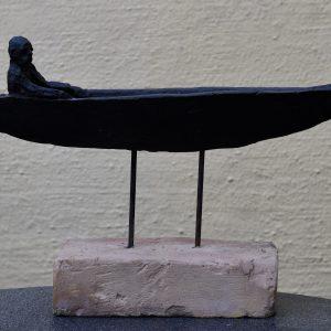 """Jón Leifsson, """"Farkost - Livets resa"""", lergods, h/b 31x47 cm exkl sockel, 5 500 kr"""